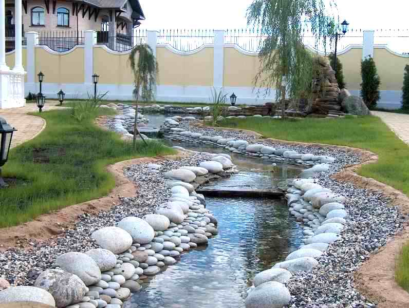 Искусственный  ручей для малого участка