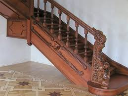 Декоративная отделка деревянной лестницы