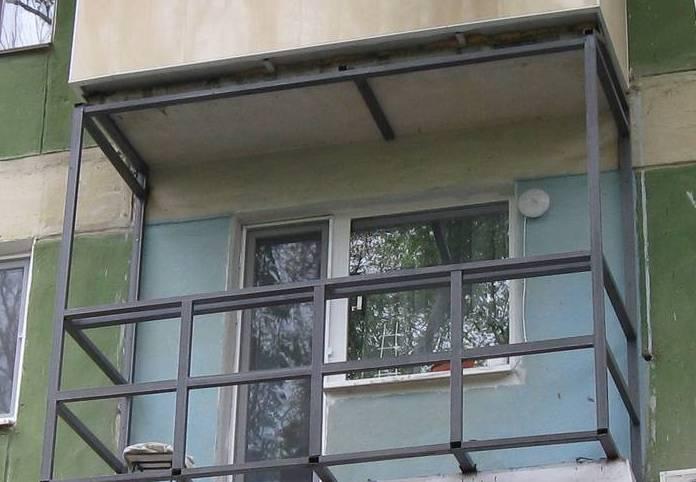 Каркас на балконе под обшивку сайдингом