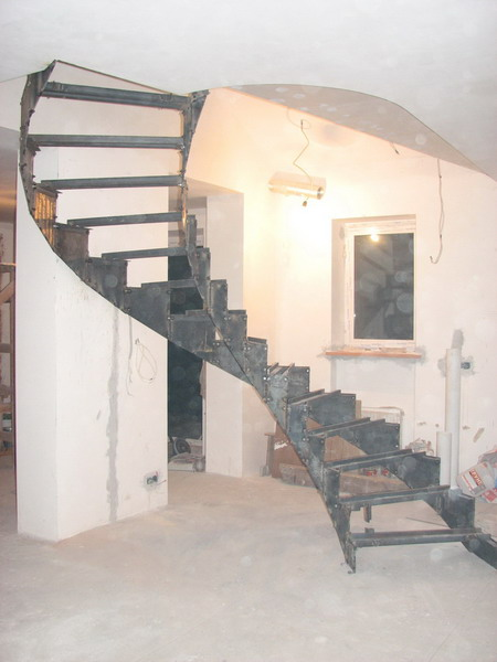 Металлический каркас винтовой лестницы