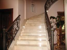 Лестница с мраморной облицовкой