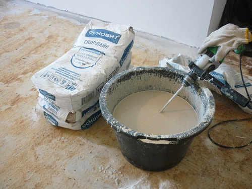 Приготовление раствора для наливного пола