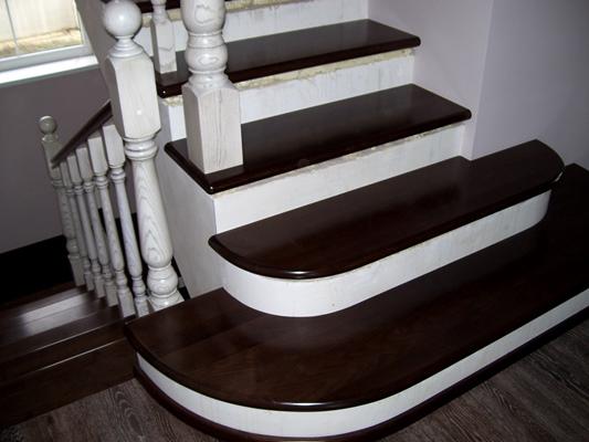Отделка бетонной лестницы деревянным массивом