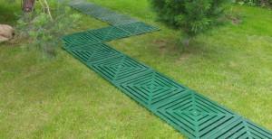 Пластиковая плитка для газона