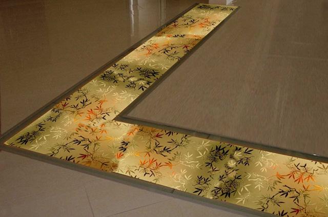 Напольная лента из стекла