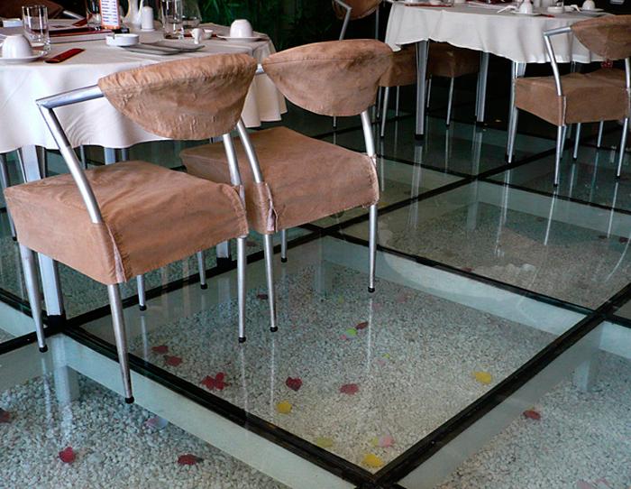 Квадратные элементы стеклянного пола