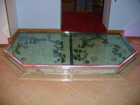 Подиум стеклянный напольный