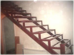 Закрытый каркас для лестницы