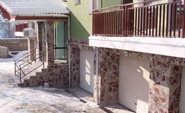 Гибкая керамическая плитка на фасаде здания
