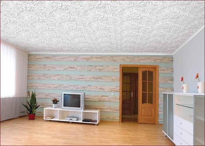 Обои на потолке, общий вид помещения