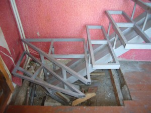 Открытый лестничный каркас с одним косоуром