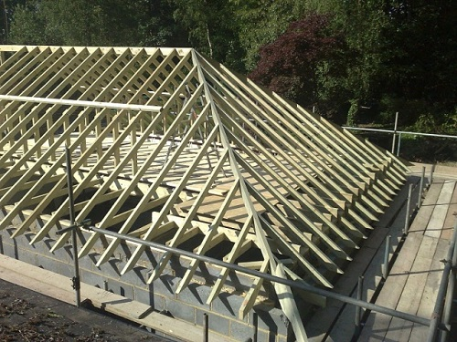 Общий вид стропильной системы четырехскатной крыши