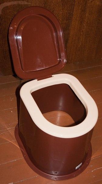 пластиковый унитаз для дачного туалета