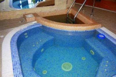 Каскадный бассейн для бани