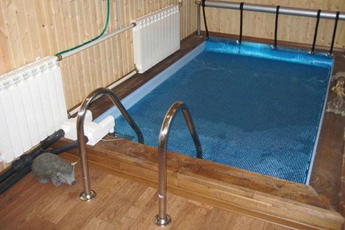 прямоугольный внутренний бассейн для бани