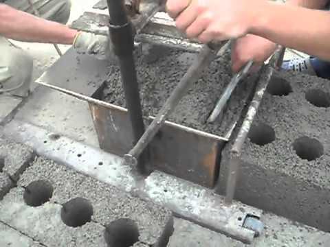 Закладка раствора для изготовления шлакоблоков своими руками