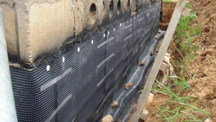 Фундамент с гидроизоляционной мембраной