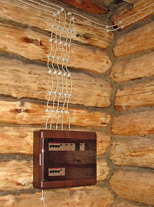 открытая электропроводка в деревянном доме своими руками