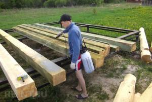 обработка деревянных брусков для шезлонга