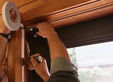 уплотнение дверного зазора
